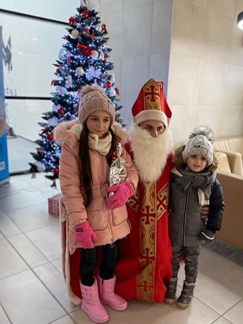 Mikuláš s deťmi