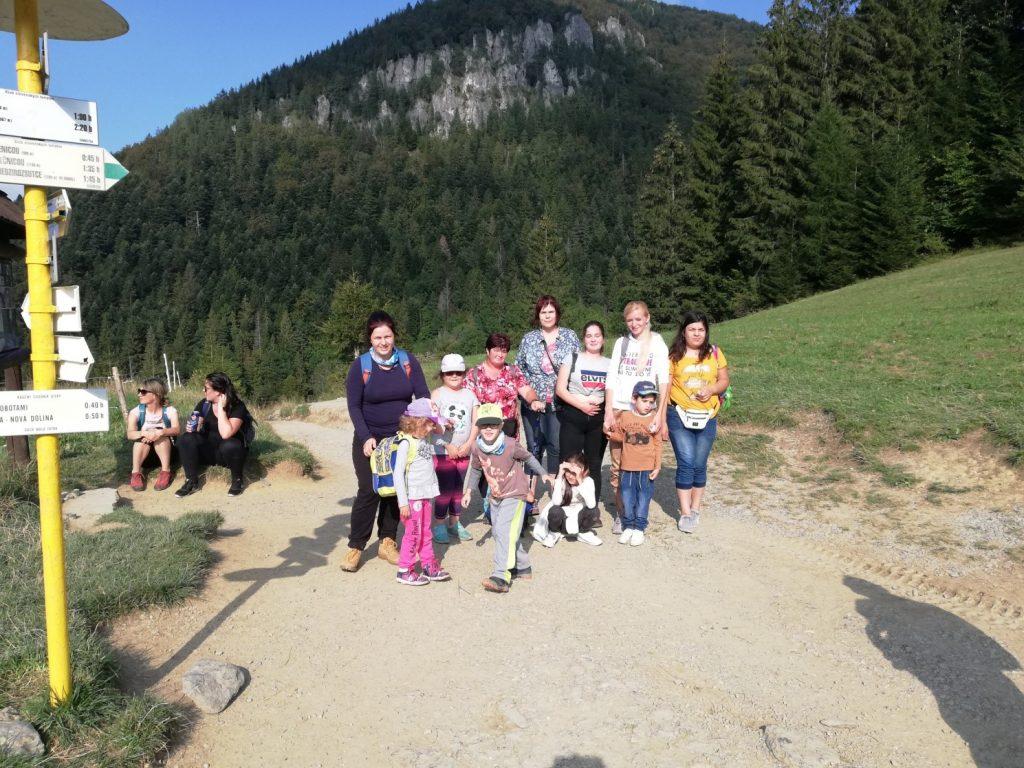 Spoločná fotka na kopci v Jánošíkových dierach